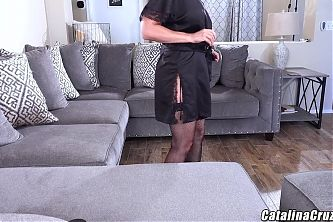 Sexy milf gives lucky man the girlfriend experience